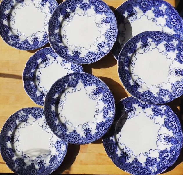 Set of 8 plates with matching bowl - everything for £20, Gumtree